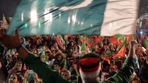 376471_Pakistan-Khan-supporters