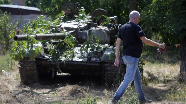 Photo of Pro-Russians tighten control over Ukraine's coastal town