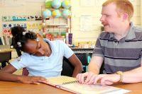 Blind American man teaches kids to read