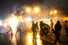 Photo of US Police Hurl Tear Gas at Ferguson Protesters