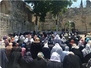 Photo of Palestinian women set off sit-in vigil at al-Aqsa gates