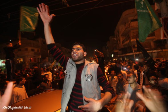 nov-21-2012-gaza-celebrates-victory-photo-palestine-media-center-5