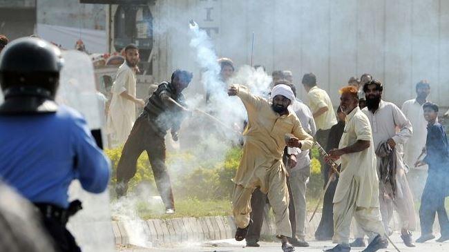 377470_Pakistan-protest