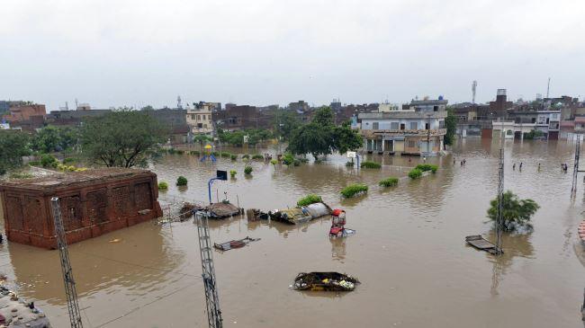 377694_Pakistan-flood (1)