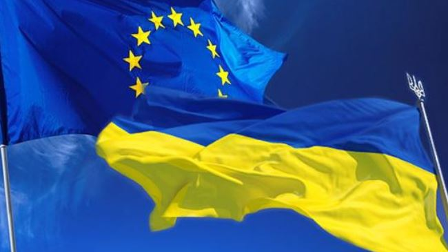 378901_EU-Ukraine-flags