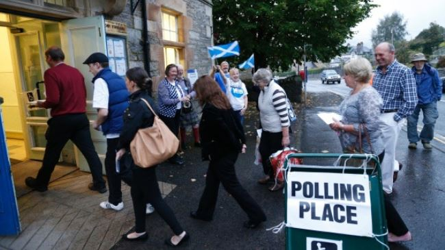 Photo of Scots Yes vote fails with slim margin