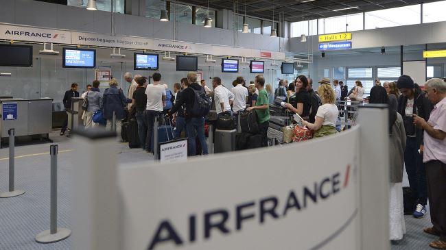 379610_air-france-passengers