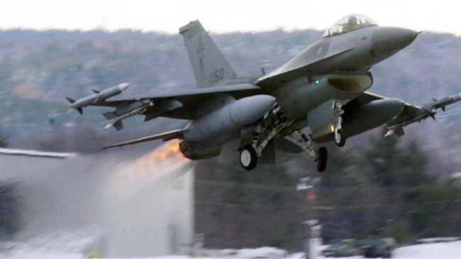 379733_US-F-16-jet