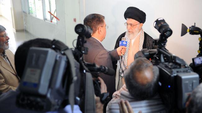 Photo of Leader of Islamic Ummah and Oppressed S. Khamenei: It's Iraqi Army, Nation Who Crushed ISIL, Not US