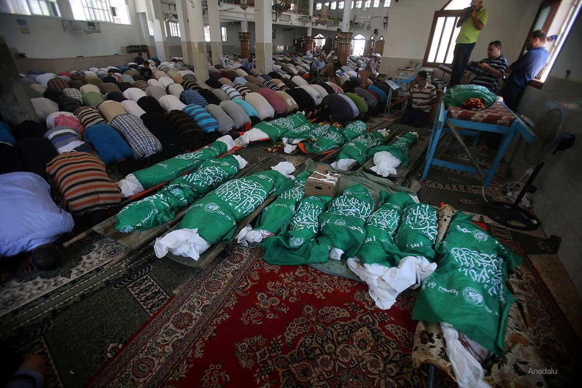 Mass-funeral-in-gaza-of-25-palestinian-family-members