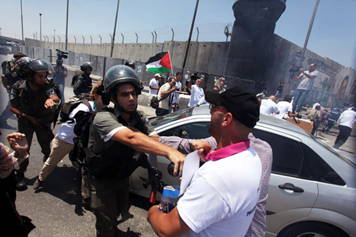 israeli-soldiers-violently-disperse-palestinian-journalists
