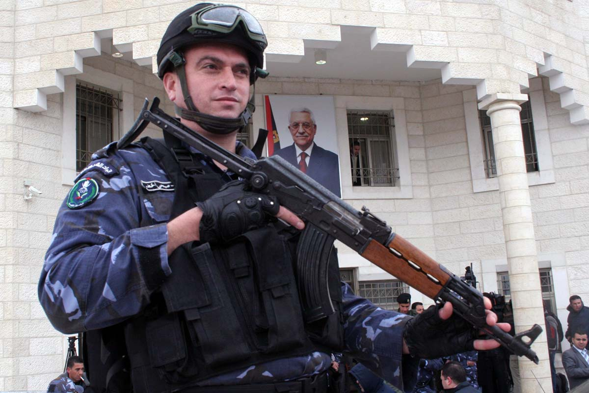 palestinian-authority-security-force-PASF-gaurds-a-government-building