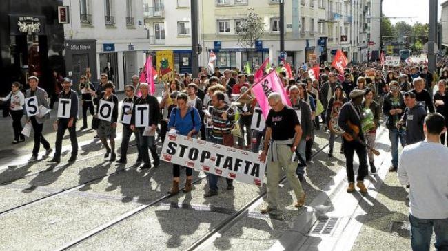 381928_Paris-protest