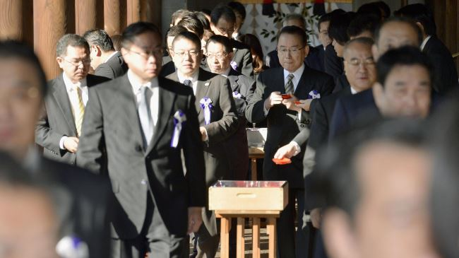 Photo of China slams Japan lawmakers visit to war shrine