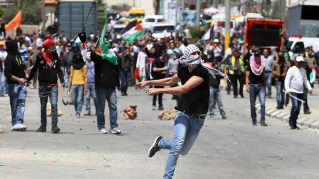 Photo of Zionist israeli regime forces clash with Palestinians near Ramallah