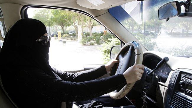 383742_Saudi-women-driving
