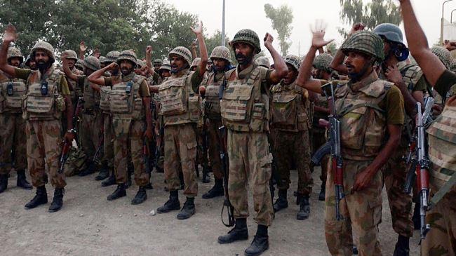 384083_Pakistan-soldiers-militants