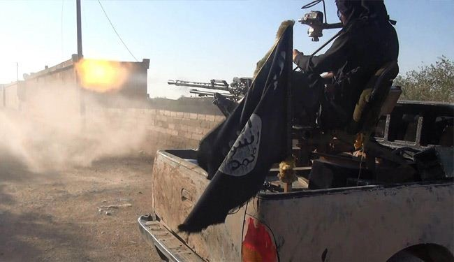 Photo of Kurdish Fighters Clash Fiercely with ISIL Terrorists in Kobani