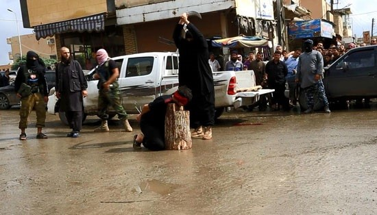 ISIL Beheading Syrians by sword+photos