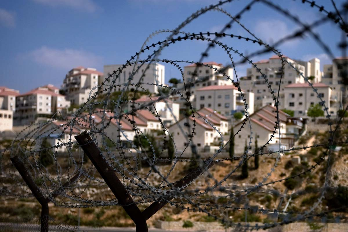 israeli-settlement-barbed-wire-large