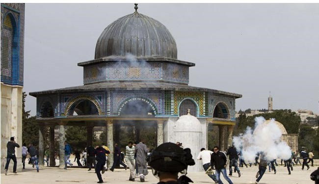 Israeli forces attack al-Aqsa mosque, abduct 2