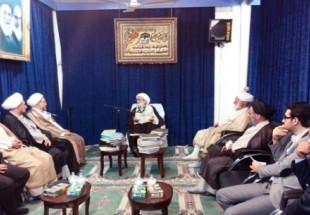 Photo of Ayatollah Nouri Hamedani receives Ayatollah Araki