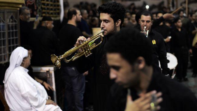 384537_Bahrain-Ashura-mourners