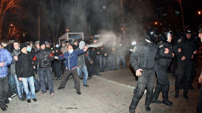 385015_Ukraine-clashes