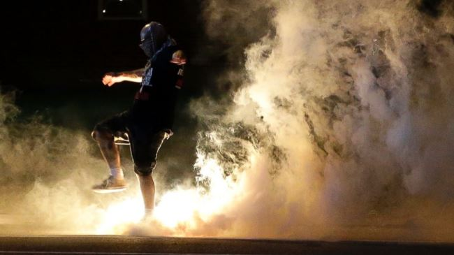 Photo of FBI warns Ferguson decision 'will likely' lead to violence