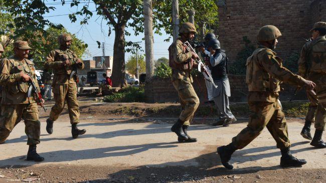 386915_Pakistani-soldiers