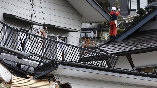 387168_Japan-quake