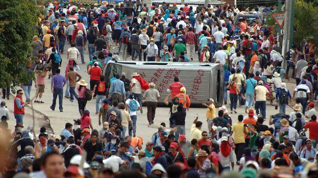 387561_Mexico-rally-students