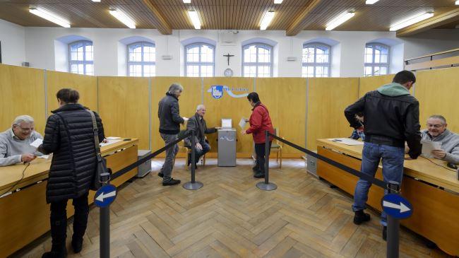 388160_Switzerland-Referendum-Polling