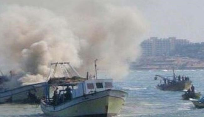 Israeli Navy Fires on Boats off Gaza: 2 Palestinians Injured, 4 Others Missing