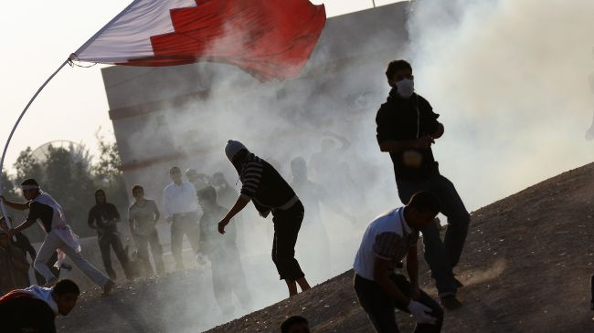 Photo of Saudi-backed Regime forces attack protesters in Bahrain
