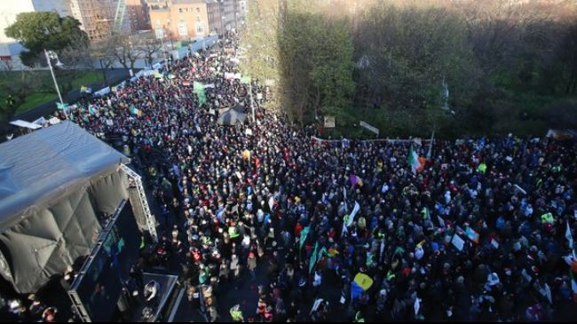 Photo of Irish protesters raps water charges plan