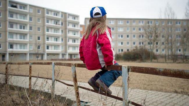 389910_Italy-child-poverty