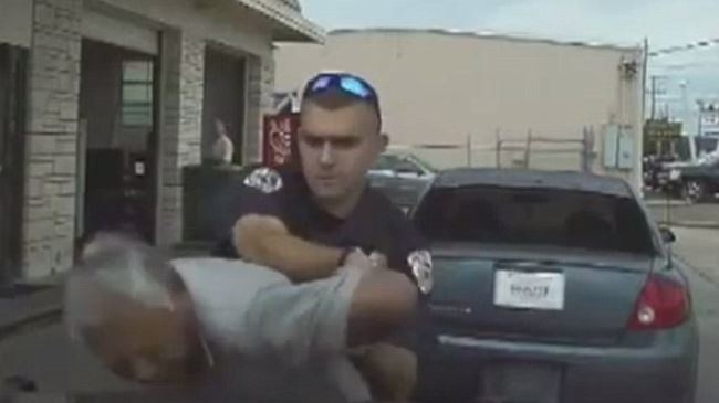 Photo of Policeman in Texas tasers 76-year-old man twice