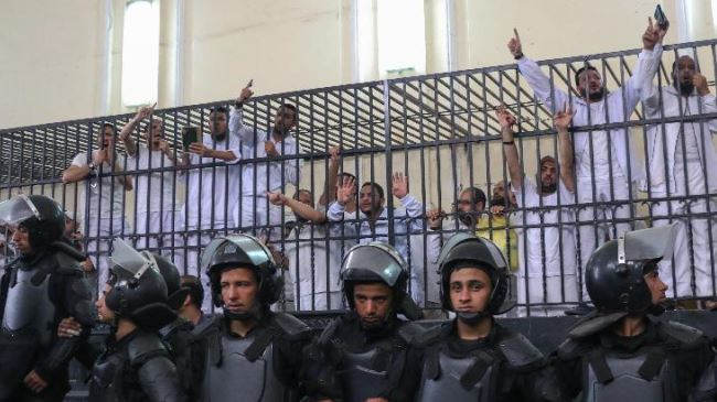 Photo of Human Rights Watch denounces Egypt military trials