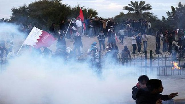 Photo of Saudi-backed Bahraini forces fire tear gas at a ptotest against the detention of Al-Wefaq Leader