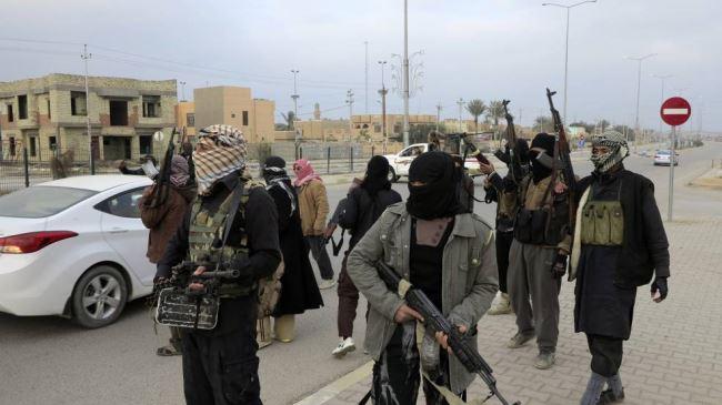 Photo of ISIL terrorists execute two Iraqi doctors for their refusal to treat inhuman takfiri terrorists