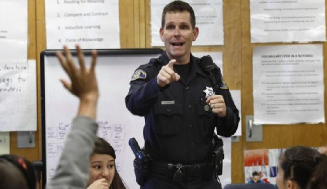 Photo of California Officer Threatens Peaceful US Protesters