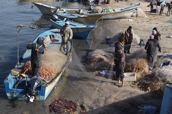 GAZA-FISHERMAN-WITH-NETS
