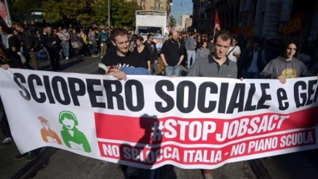 Photo of Thousands of Italians in Rome protest at corruption