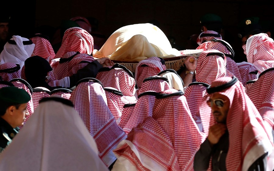 Photo of Saudi Arabia begins funeral for King Abdullah