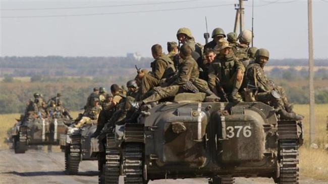 Photo of Ukrainian soldiers withdraw from key town of Debaltseve: Sources