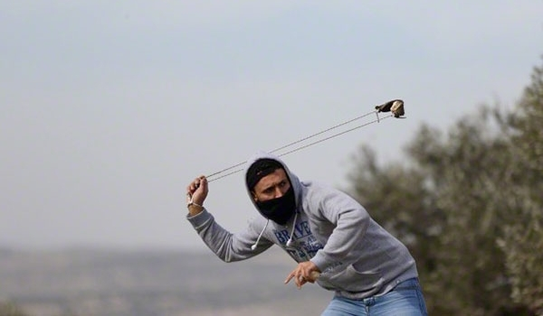 Photo of Zionist Regime Forces Attack Anti-Settlement Palestinian Protesters