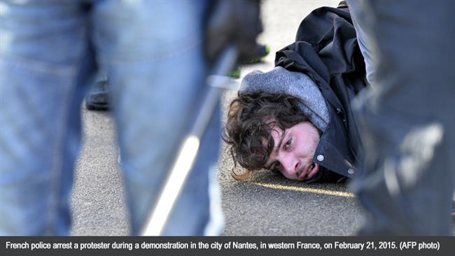 Photo of French police clash with protesters in Nantes