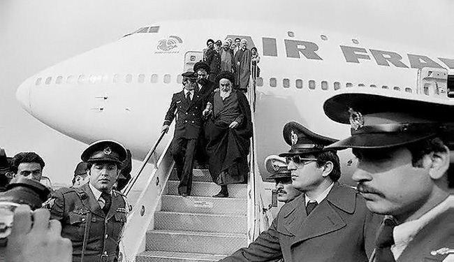 Imam Khomeini Entered Iranian Soil + Photos