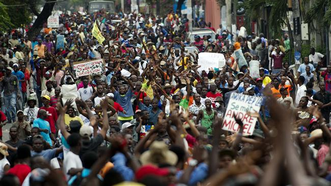Photo of Police, anti-government protesters clash in Haiti capital